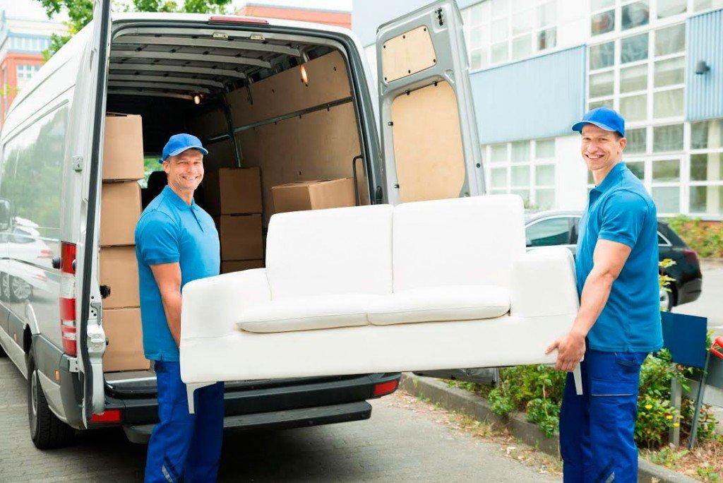 Перевозка одного дивана с грузчиками. gruztaxi24.ru